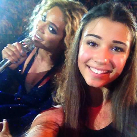 Beyonce Photobombs Fan During Concert In Australia