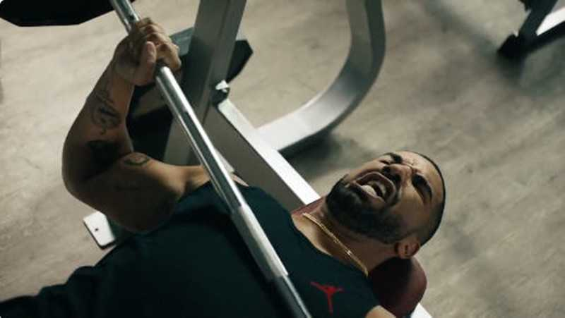 "Drake Works Out To Taylor Swift's ""Bad Blood"" In New Apple Music Commercial [Video]"