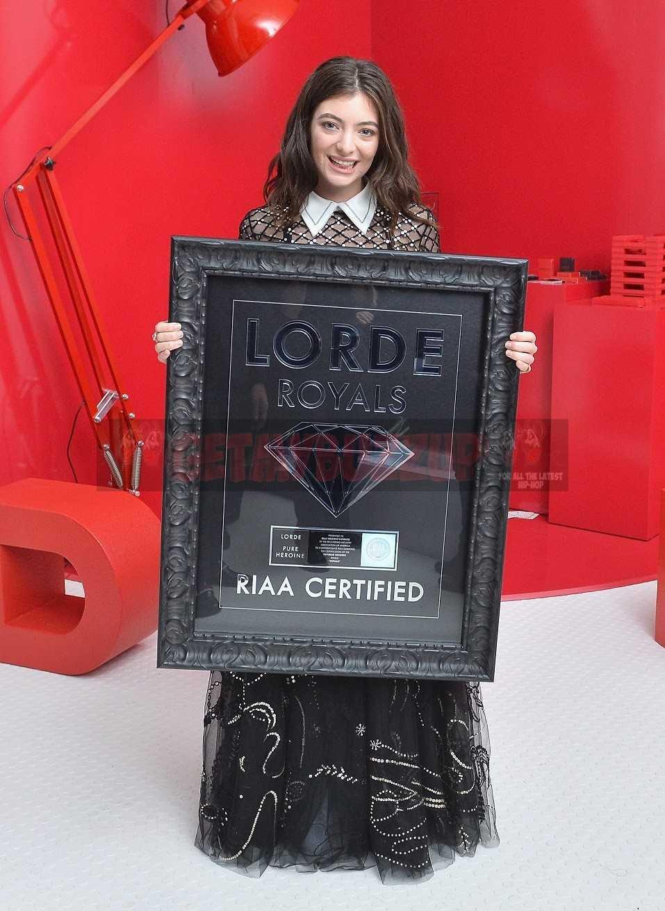 LORDE'S ROYALS RECIEVES RIAA DIAMOND CERTIFICATION