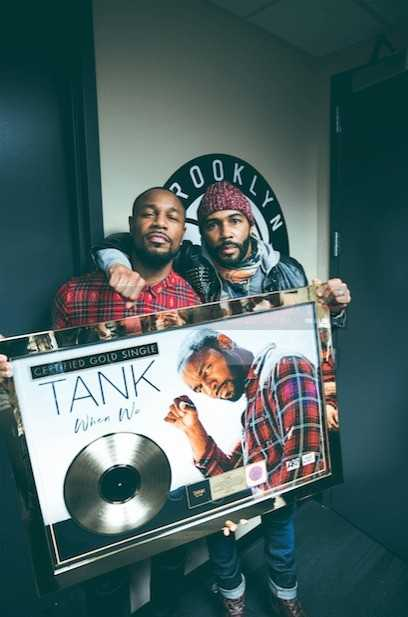 """POWER"" ACTOR OMARI HARDWICK PRESENTS TANK WITH THE GOLD PLAQUE ONSTAGE AT THE BARCLAY CENTER [VIDEO]"