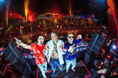 Wiz Khalifa + Dimitri Vegas & Like Mike premier 'When I Grow Up' [Music Video]