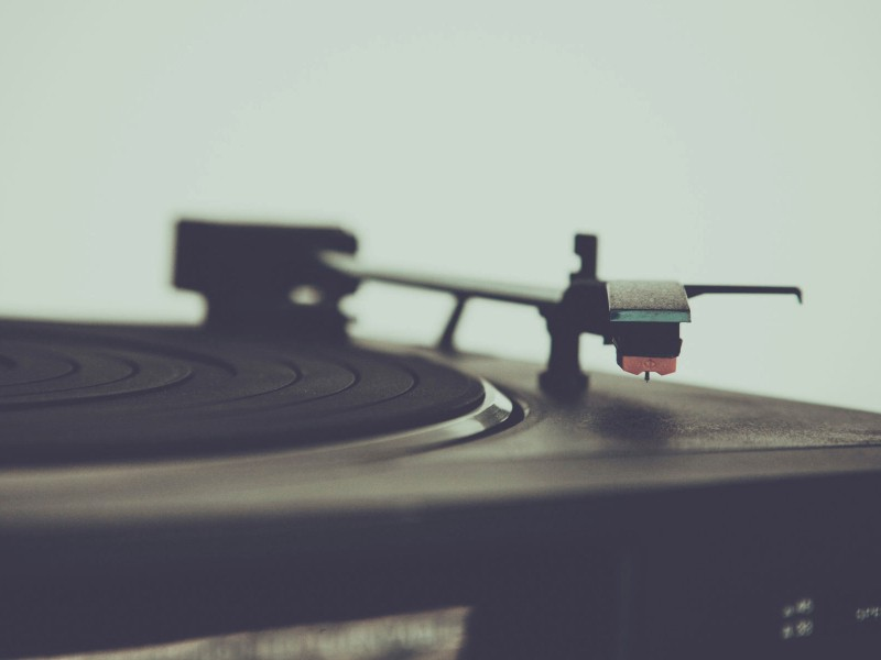 5 Reasons Why You Should Listen to Vintage Music