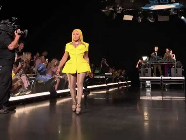 Lil' Kim Walks VFiles Runway [2018 NY Fashion Week]