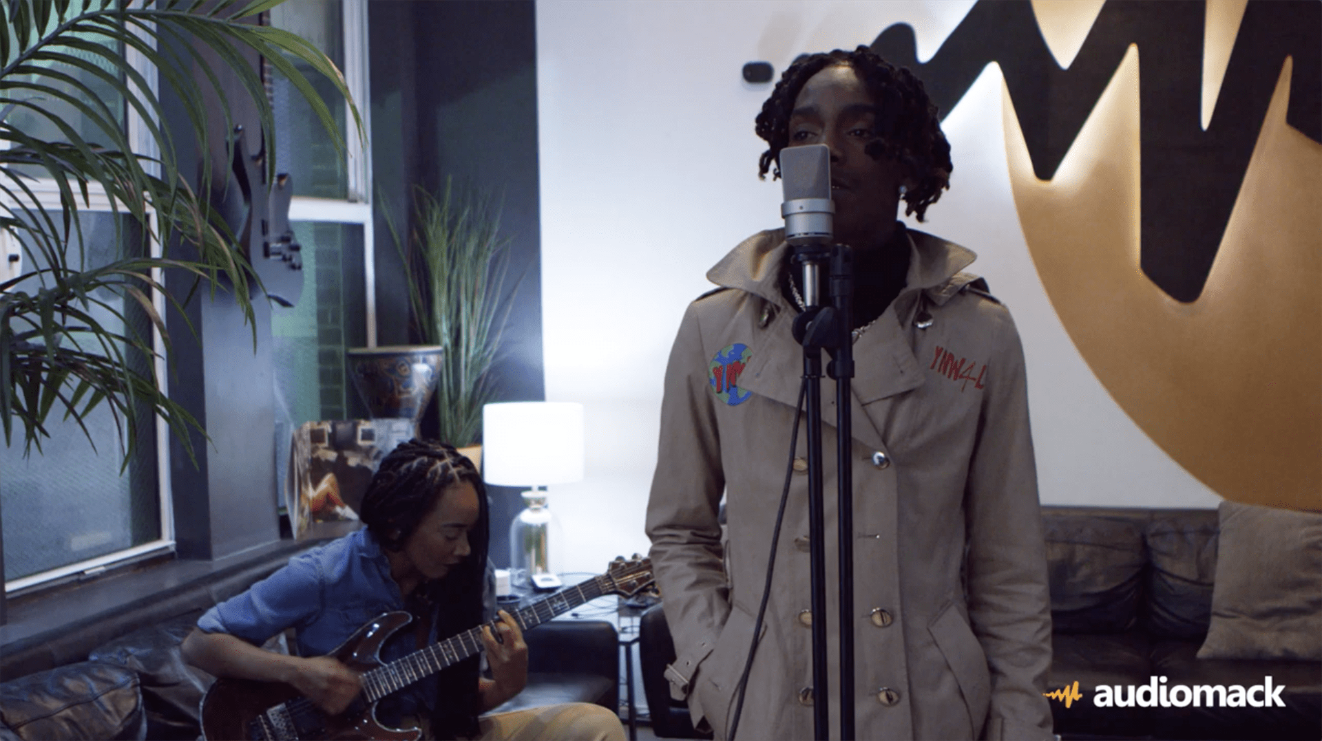 "YNW Melly Performs ""Murder On My Mind"" w/ an Electric Guitar! [Live Performance]"