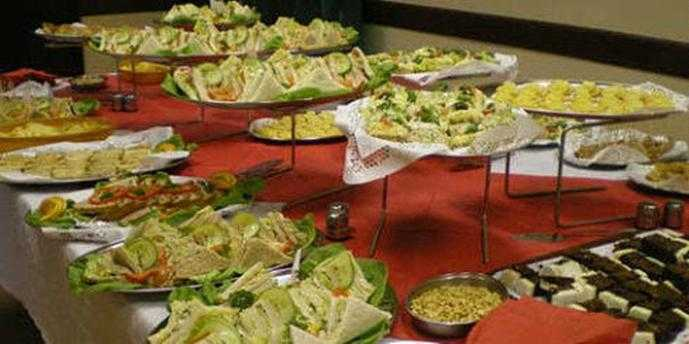 Pros and Cons to Choose the Online Catering Service for the Next Event