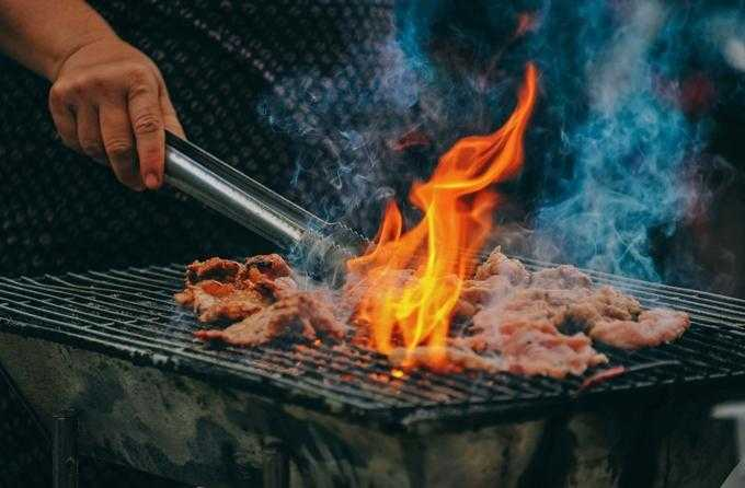 Why You Need Grilling Gloves & Funny BBQ Apron for Your Barbecue