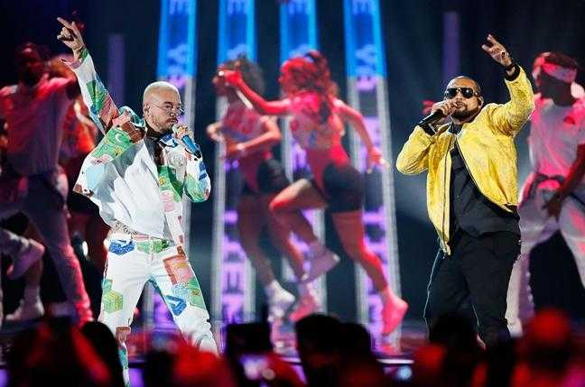 "🔥🔥 Sean Paul & J Balvin Perform Their New Smash Single ""Contra La Pared,"" at Latin Billboard Awards 🔥🔥 [Live Performance]"