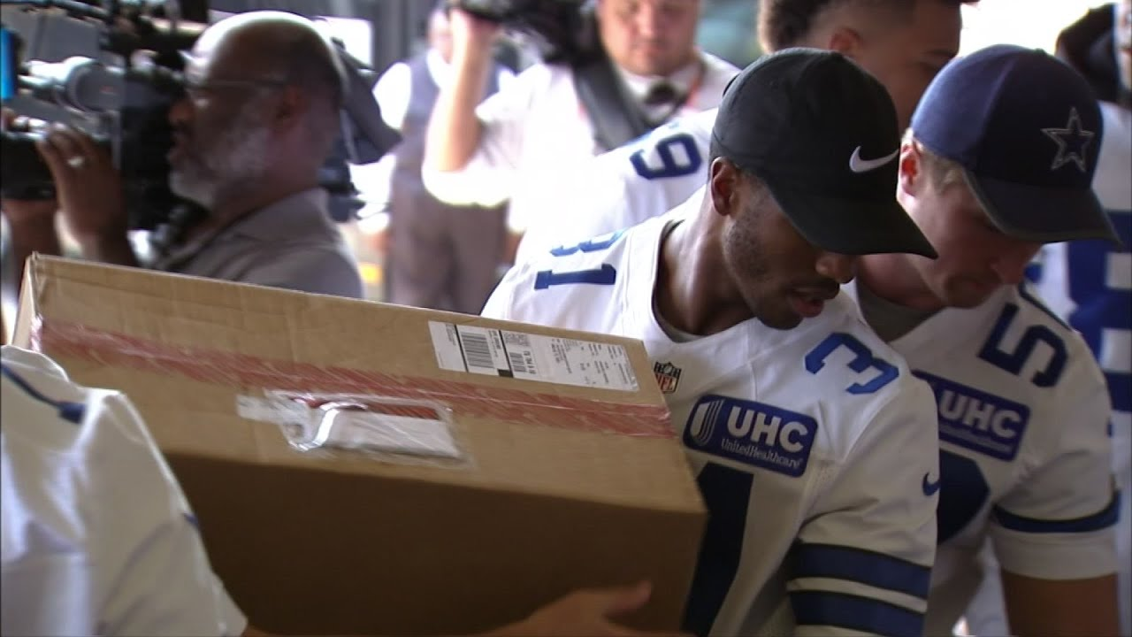Dallas Cowboys Pitch In For Houston Flood Victims