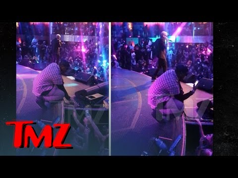 Jeremih Gets Phone Number of Fan in the Front Row [Video]