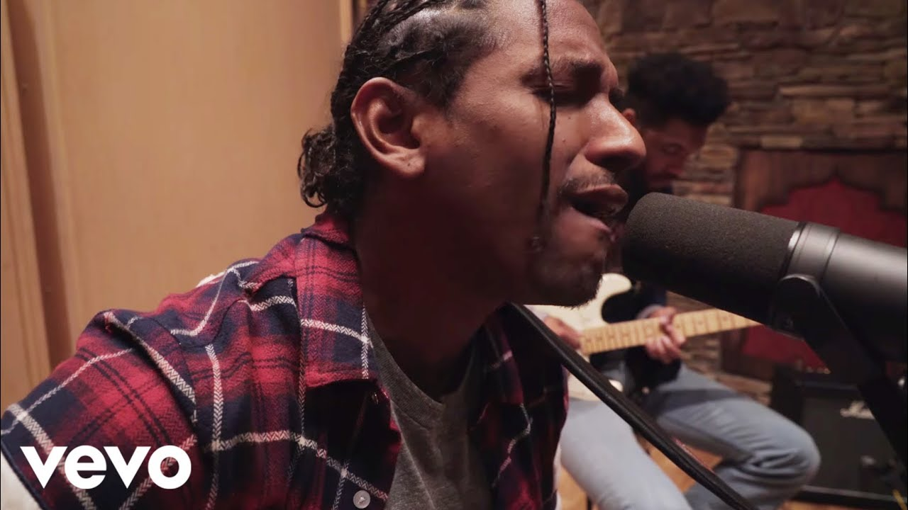 """Lloyd Performs an Acoustic Version of """"Tru"""" This Christmas Morning! [Video]"""