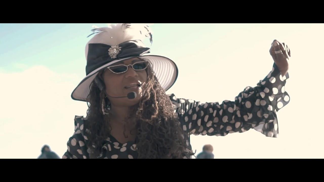 "Nickee Nadine – ""Giddy Giddy Ah Now"" [Music Video]"