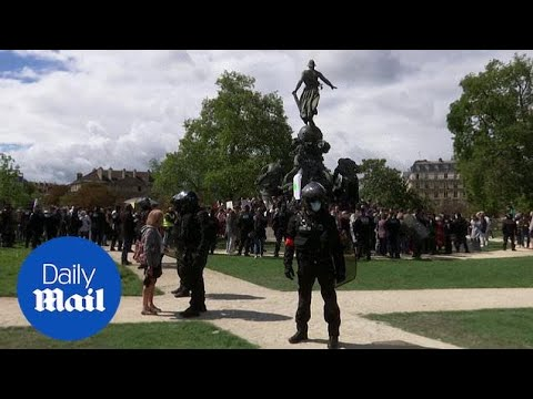 France: People protest coronavirus restrictions in Paris