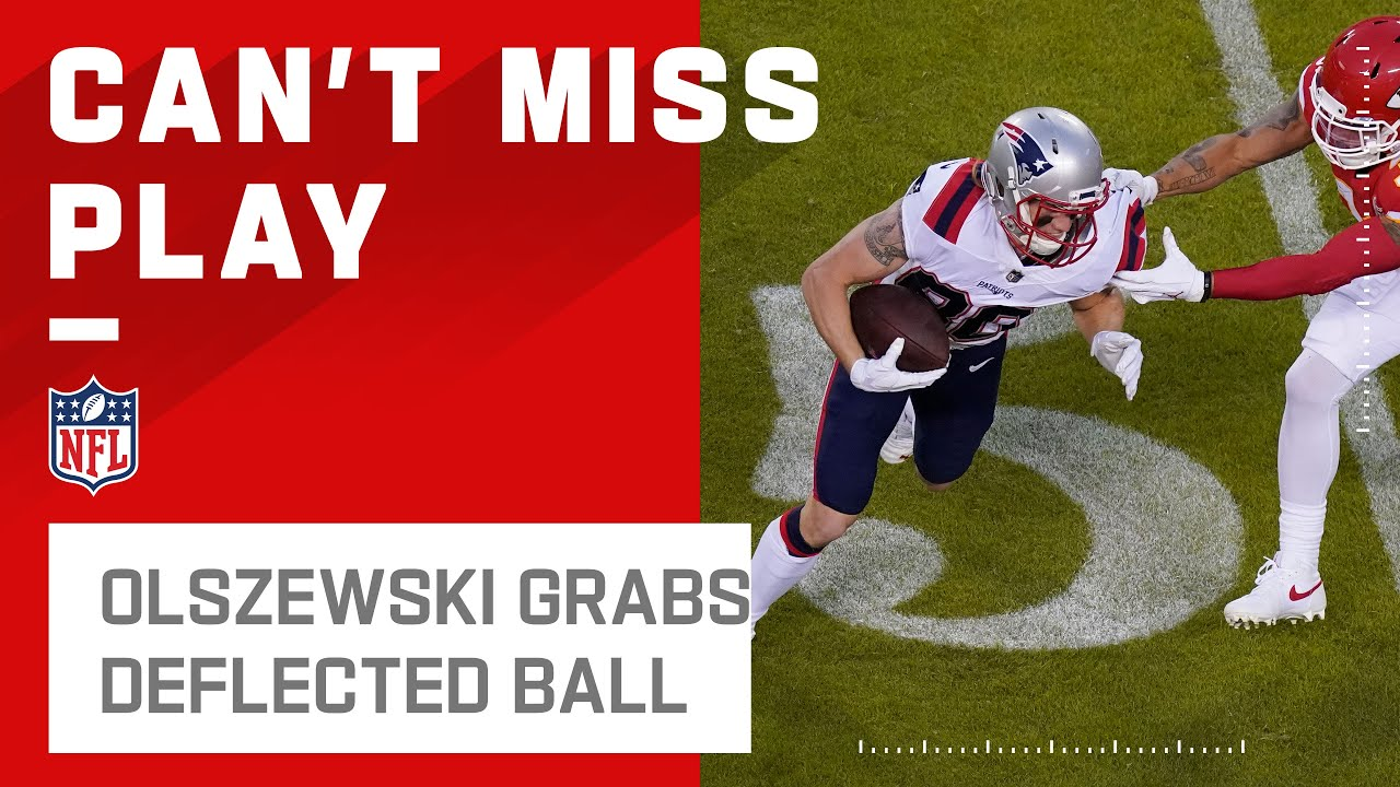 Gunner Olszewski Secures An 11-Yd Catch After It Bounces Off Another Patriot