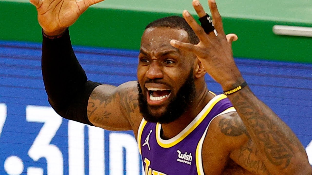 Anti LeBron Fan Kicked Out Of Lakers Game For Holding Up Shirt Insulting James' Mom, Delonte West