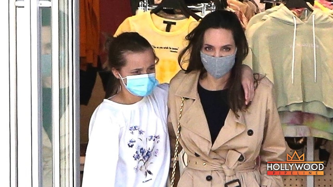 Angelina Jolie shopping at 'Forever 21' with daughter Vivienne Jolie-Pitt