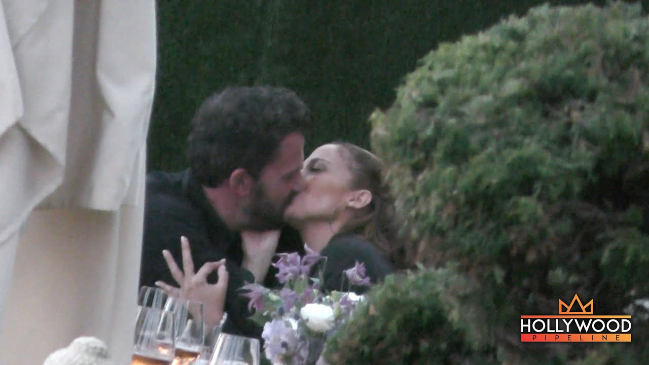 JLo and Ben Affleck are Officially an Item AGAIN!